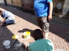24 nieuwe Stolpersteine in Almelo, opdat wij slachtoffers van Naziterreur nooit vergeten