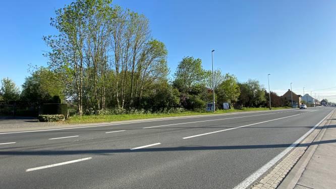 Bromfietser (42) kritiek na botsing met auto langs Gentseweg in Sint-Eloois-Vijve