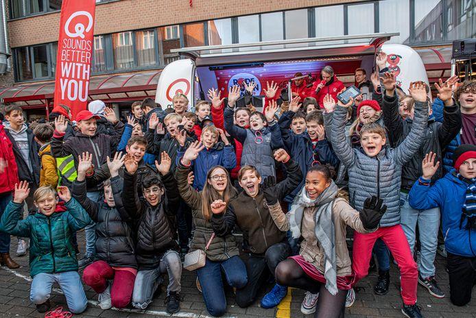 Het Qmusic ochtendtrio kwam live radio maken in het VTI te Roeselare.