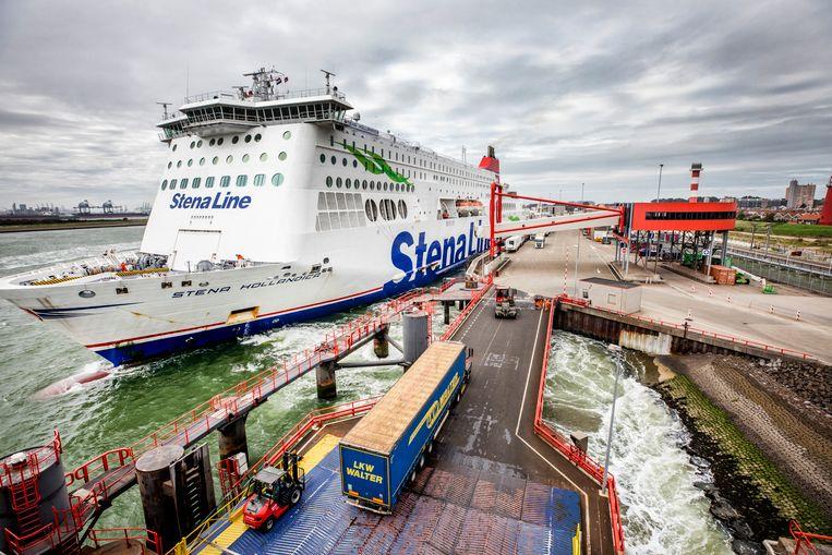 Een schip van Stena Line bij Hoek van Holland.  Beeld Raymond Rutting / de Volkskrant