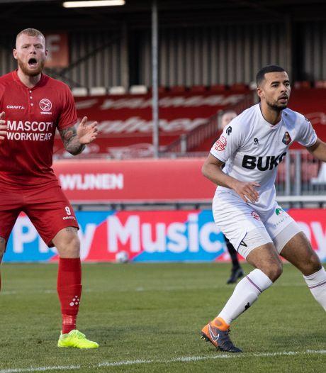 Almere morst ondanks goal in 95ste minuut dure punten in strijd om promotie
