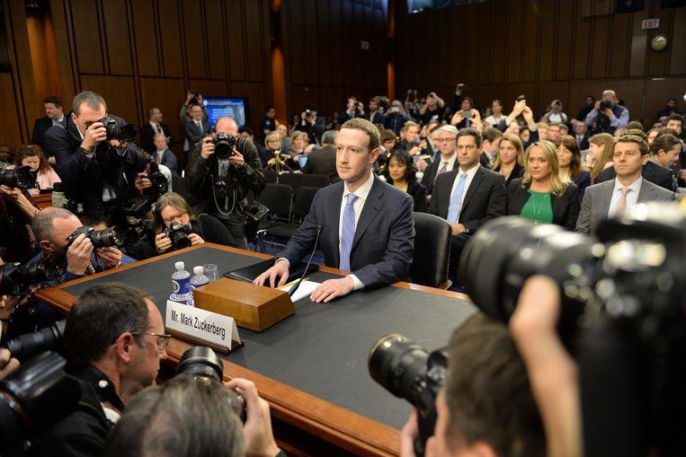 Mark Zuckerberg tijdens een hoorzitting in de Amerikaanse Senaat in maart. Beeld Photo News