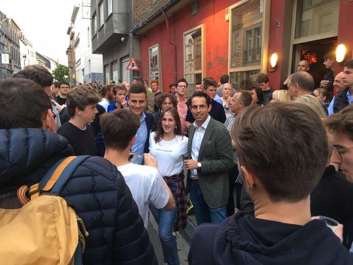 Heel wat studenten wilden donderdag op de foto met Van Langenhove en Van Grieken.