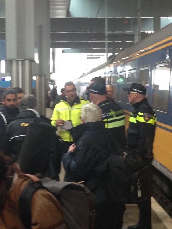 In de trein lag een rugzak. De trein werd ontruimd.
