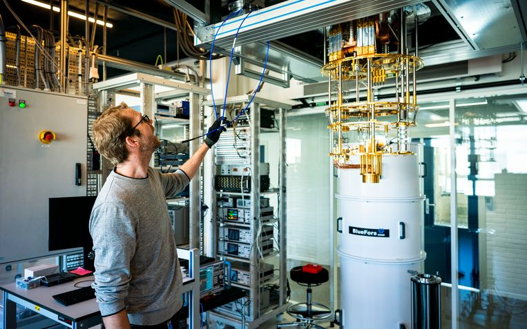 Het quantumcomputerlab in het Technische Natuurkundegebouw op de campus van de TU Delft.  Beeld de Volkskrant / Freek van den Bergh
