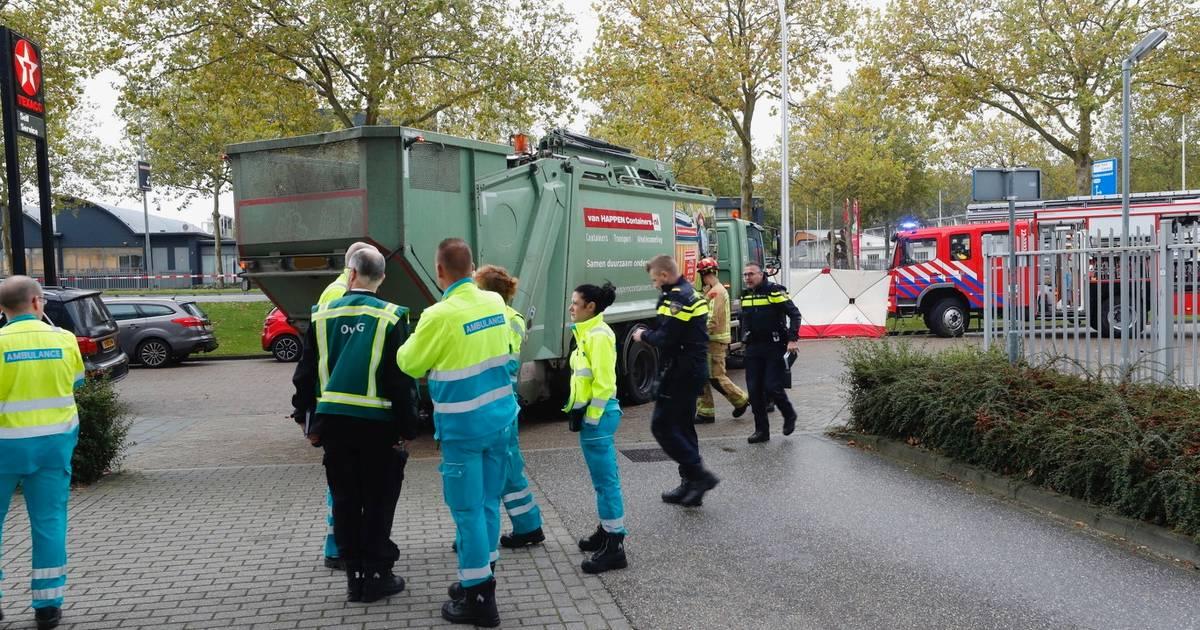 Scooterrijder overleden na botsing met vuilniswagen in Eindhoven.