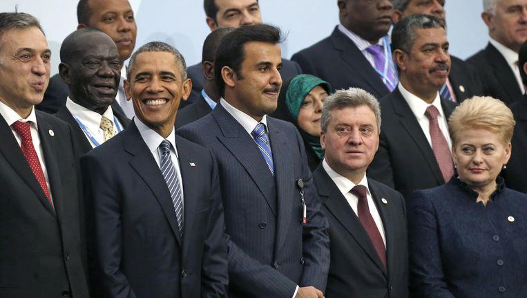De Amerikaanse president Barack Obama (tweede van links) poseert samen met de andere wereldleiders voor de obligate groepsfoto. Beeld AP