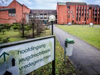 Tiener riskeert 18 maanden cel voor brutale afpersing van man in Blankenberge, met hulp van nog jongere kompaan