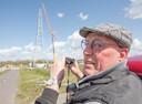 Martin Schüller volgt de bouw van de tweede vakwerkmast op de voet.