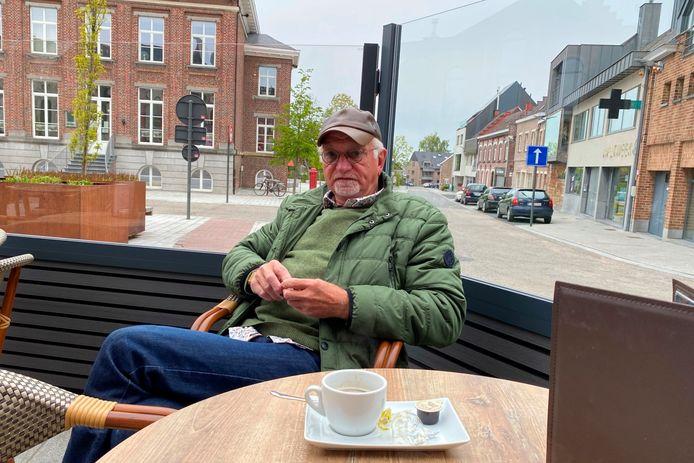 Eric Van den Steen genoot zaterdagochtend om 8 uur al van een koffie op het terras van café Eekhoorn in Lede.