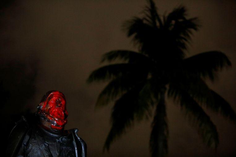 Ook in Miami werd een beeld van de ontdekkingsreiziger beklad. Beeld REUTERS