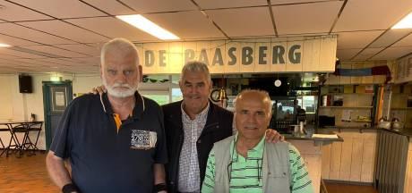 Arnhemse scheidsrechters fluiten samen al 80 jaar en krijgen oorkonde