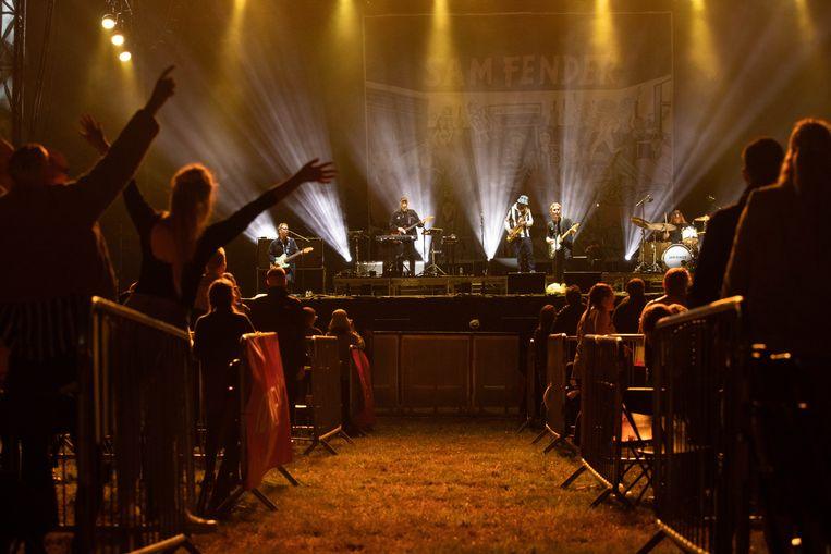 Een voorbeeld van een coronaproof optreden in Newcastle. Kortrijk gaat voor een nog veel gezelliger evenementenplein. Beeld Photo News