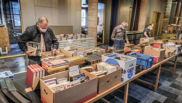 De opbrengst van de boekenverkoop gaat naar de restauratie van de Yorkshire Trench