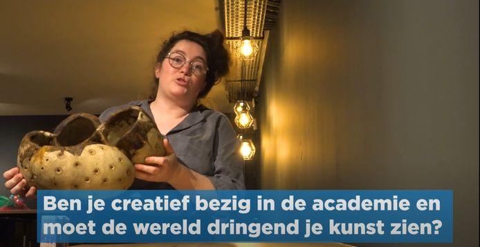 Annelies Decooman, die deelnam aan het Eén-programma 'Eén jaar gratis' maakt iedereen warm om zelf iets te organiseren in Halle.