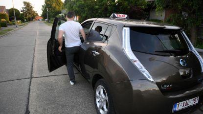 Twee zwartrijders duperen taxichauffeurs op week tijd