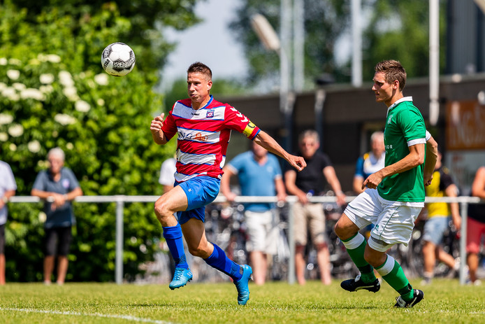 26-05-2018: Voetbal: FC Oudewater v Zwammerdam: Oudewater(L-R) #10 Aanvoerder Wouter van Sprundel (FC Oudewater), #3 Gerald van Asselt (Zwammerdam)Mannen, 1, 3e klasse ASeizoen 2017-2018