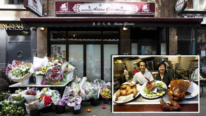 Voor de deuren van het Rotterdamse restaurant Asian Glories, het restaurant van Jenny Loh en Popo Fan, zijn bloemen neergelegd. Inzetje: Jenny en Popo.