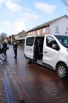 Jonge fietsster gewond door botsing met busje in Mill
