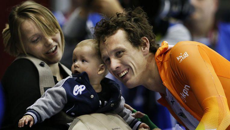 Stefan Groothuis, op de foto na een gewonnen wereldbekerwedstrijd, brak vandaag zijn kuitbeen op wintersport. Beeld anp