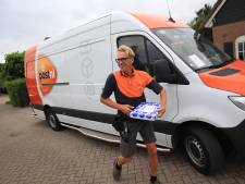Op pad met postbezorger Leon: 'Vandaag lever ik 217 pakketten af op 133 adressen'