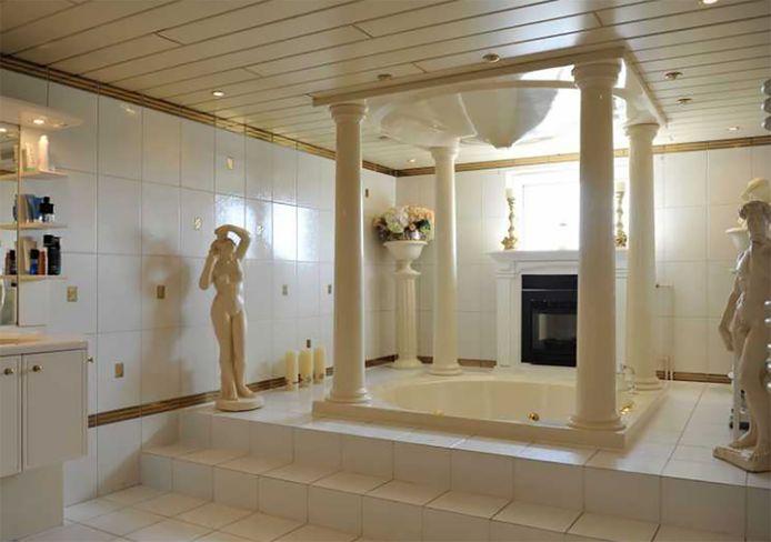 De badkamer van het huis in Lijnden.