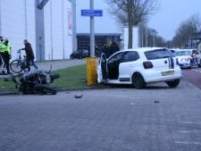 Gewonde motorrijder met spoed naar ziekenhuis na aanrijding met auto in Zwolle