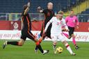Kamil Jozwiak slalomt zich al in de vijfde minuut door de defensie van Oranje heen.