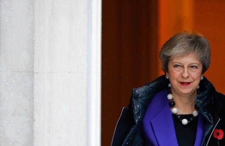 Theresa May verlaat Downing Street in Londen  Beeld AFP