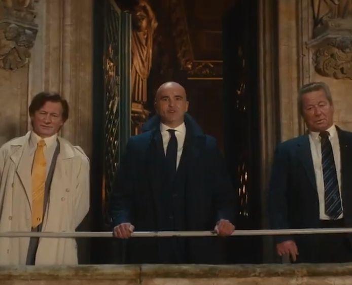 Raymond Goethals, Roberto Martinez et Guy Thys réunis sur le balcon de l'Hôtel de Ville de Bruxelles.