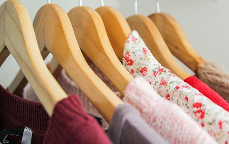 Clothes hanging, hangers, close up, wardrobe Beeld Getty Images