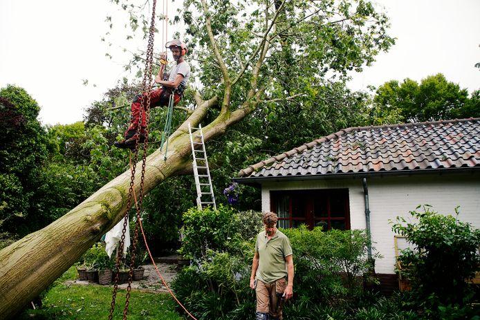 Zware stormschade in Leersum in vooral de Lomboklaan en omstreken.