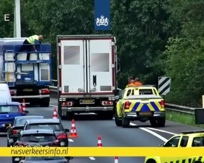 Ongeluk tussen twee vrachtwagens op de A67 bij Geldrop.
