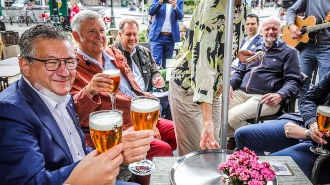 """""""Wie om 21.55 uur pintje bestelt, moet dat zeker niet ad fundum drinken"""": burgemeester Brugge toont zich flexibel voor lokale horeca"""