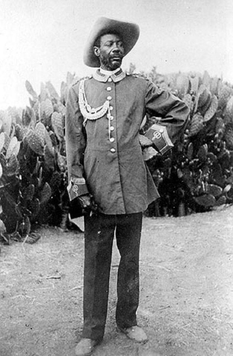 Paul Maherero, de vorst van het Herero-volk, rivaal van Hendrik Witbooi, die de opstand tegen de Duitsers begon.Zijn volk werd voor 80 procent uitgeroeid. Beeld nb