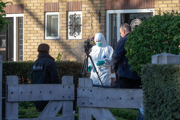 Forensisch onderzoek bij de woning van Miranda Zitman.