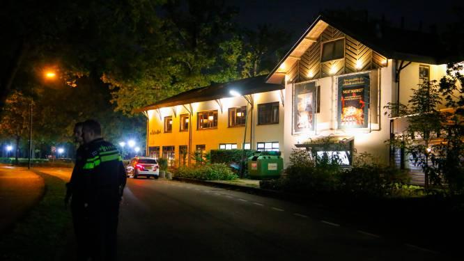 Veel politie aanwezig bij hotel Van der Valk in de Bilt vanwege vermissing