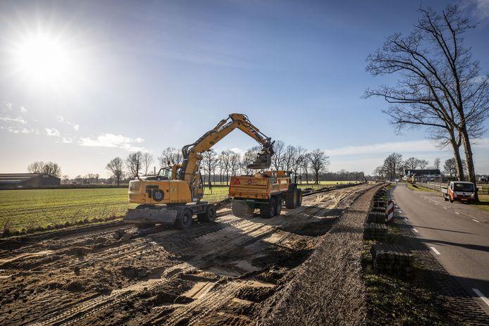 De weg tussen Weerselo en Oldenzaal is tot half april afgesloten voor verkeer omdat er groot onderhoud plaatsvindt.