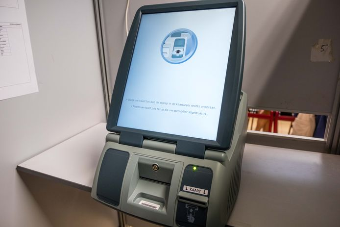 Een stemcomputer, waarop  wel 'blanco' kan worden gestemd, maar waarmee het onmogelijk is 'ongeldig' te stemmen.
