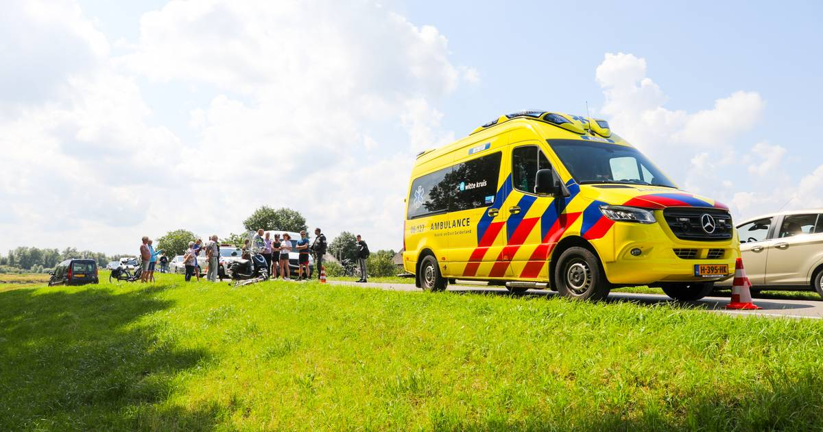 Scooterrijder gewond bij ongeluk in Veessen: slachtoffer naar ziekenhuis.