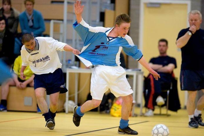 Kruisfinale G-voetbal-toernooi in sporthal de Reeve in Kampen. Ichthus in actie tegen Veenendaal. foto Freddy Schinkel