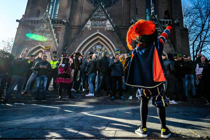 Ongeregeldheden bij de intocht van Sinterklaas in Eindhoven vorig jaar.