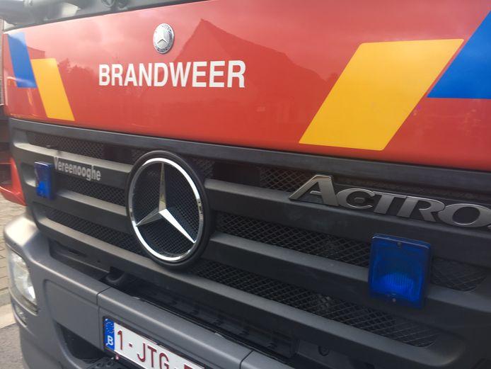 De brandweer had de autobrand snel onder controle in Ieper.