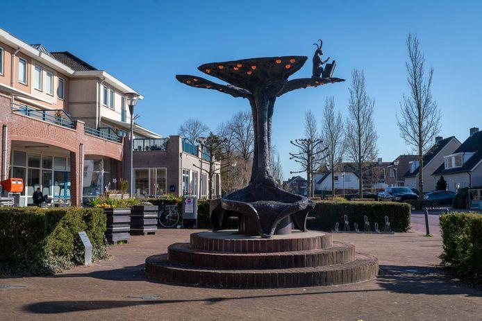 Het Leugenbankje van Jos van Doorn aan Het Dorpsplein in Herveld.