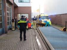 Bosschenaar ernstig gewond nadat schuifpoort op zijn hoofd valt bij autobedrijf in Eindhoven
