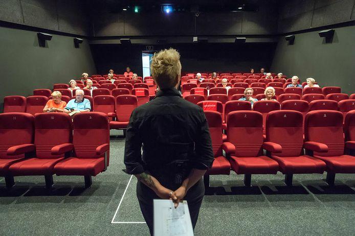 Een van de zalen van Chassé Cinema, gasten kunnen op voldoende afstand van elkaar een film bekijken.