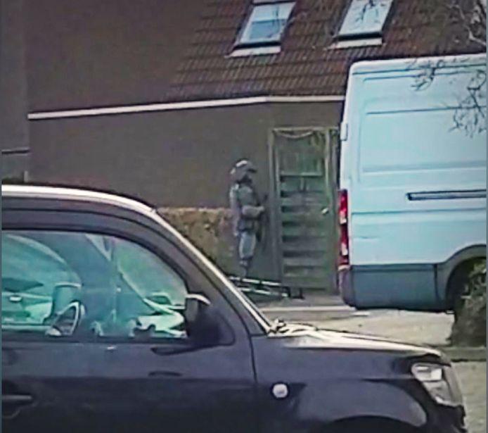 Inval bij de woning van de 20-jarige  terreurverdachte in Zoetermeer.