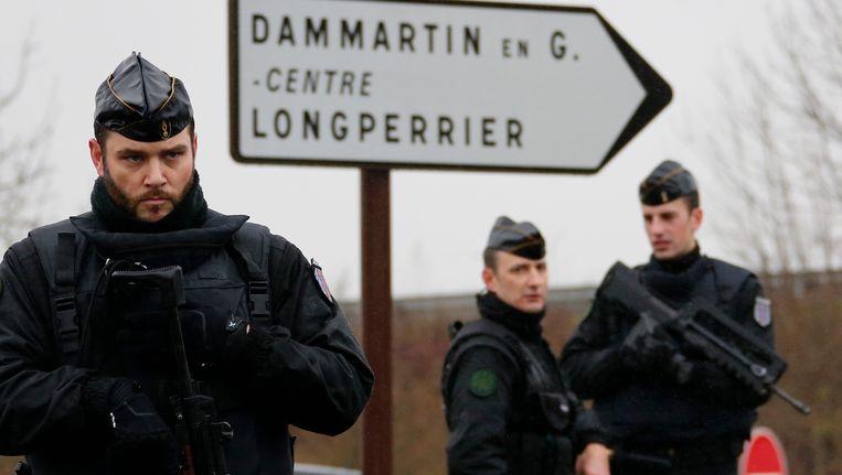 Zwaarbewapende veiligheidsmannen in Dammartin-en-Goële. Beeld reuters