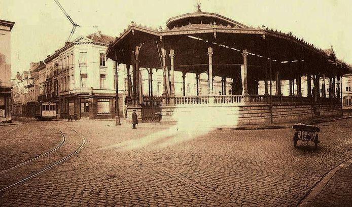 De originele vishal op de Vismarkt die in de jaren '70 werd afgebroken.