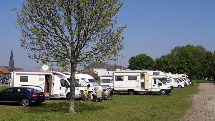 De camperplaats op het Kanaaleiland in Sas van Gent.